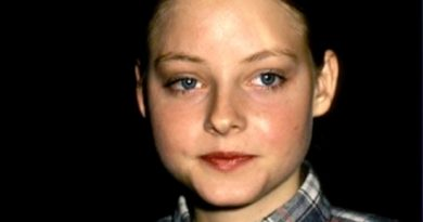 jodie foster 5 390x205 - Jodie Foster Biography - life Story, Career, Awards, Age, Height