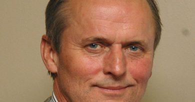 john grisham 8 390x205 - John Grisham Biography - life Story, Career, Awards, Age, Height