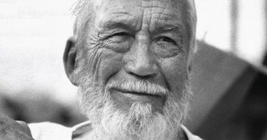 john huston 6 390x205 - John Huston Biography - life Story, Career, Awards, Age, Height
