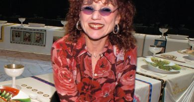 judy chicago 2 1 390x205 - Judy Chicago Biography - life Story, Career, Awards, Age, Height