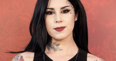 kat von d 7 390x205 - Kat Von D Biography - life Story, Career, Awards, Age, Height