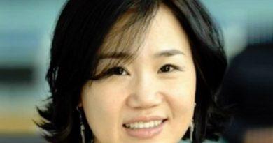 kim eun sook 4 1 390x205 - Kim Eun-sook Biography - life Story, Career, Awards, Age, Height