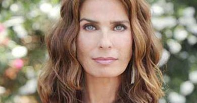 kristian alfonso 1 2 390x205 - Kristian Alfonso Biography - life Story, Career, Awards, Age, Height