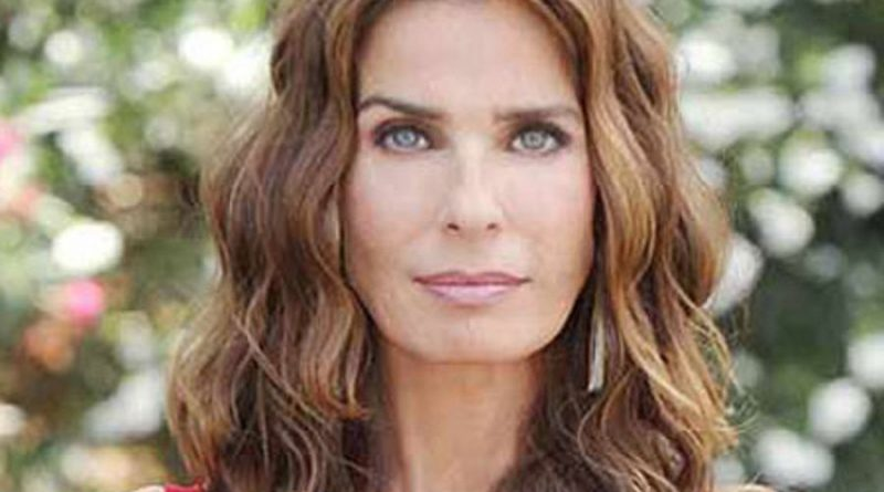 kristian alfonso 1 2 800x445 - Kristian Alfonso Biography - life Story, Career, Awards, Age, Height