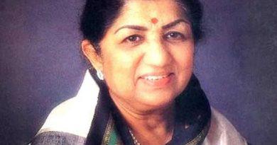lata mangeshkar 6 390x205 - Lata Mangeshkar Biography - life Story, Career, Awards, Age, Height