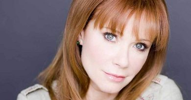 lauren holly 7 390x205 - Lauren Holly Biography - life Story, Career, Awards, Age, Height