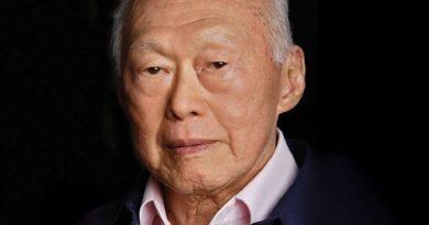 lee kuan yew 4 390x205 - Lee Kuan Yew Biography - life Story, Career, Awards, Age, Height