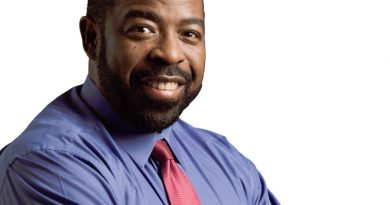les brown 1 1 390x205 - Les Brown Biography - life Story, Career, Awards, Age, Height