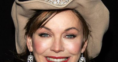 lesley anne down 4 390x205 - Lesley-Anne Down Biography - life Story, Career, Awards, Age, Height