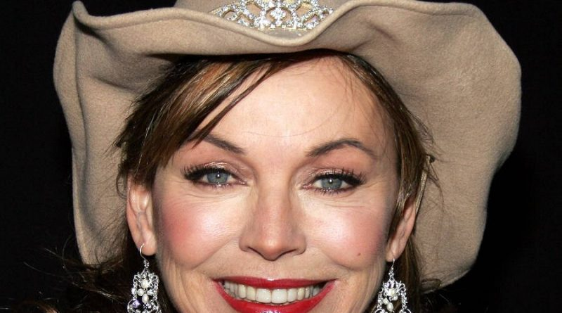 lesley anne down 4 800x445 - Lesley-Anne Down Biography - life Story, Career, Awards, Age, Height