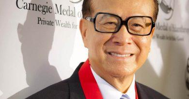 li ka shing 1 390x205 - Li Ka-shing Biography - life Story, Career, Awards, Age, Height