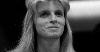 linda mccartney 5 390x205 - Linda McCartney Biography - life Story, Career, Awards, Age, Height