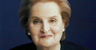 madeleine albright 6 390x205 - Madeleine Albright Biography - life Story, Career, Awards, Age, Height