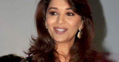 madhuri dixit 3 390x205 - Madhuri Dixit Biography - life Story, Career, Awards, Age, Height