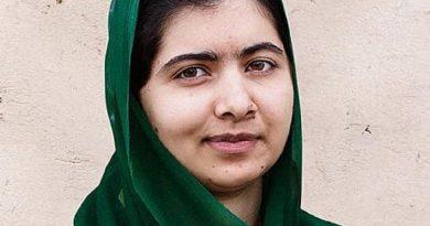 malala yousafzai 5 390x205 - Malala Yousafzai Biography - life Story, Career, Awards, Age, Height