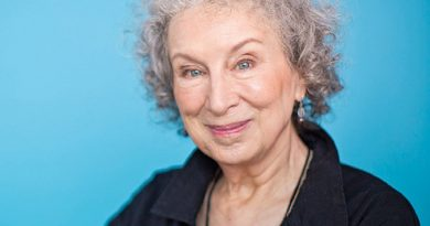 margaret atwood 5 390x205 - Margaret Atwood Biography - life Story, Career, Awards, Age, Height