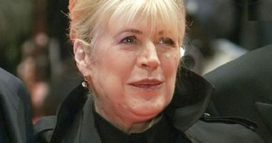 marianne faithfull 3 3 390x205 - Marianne Faithfull Biography - life Story, Career, Awards, Age, Height