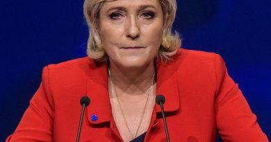 marine le pen 1 390x205 - Marine Le Pen Biography - life Story, Career, Awards, Age, Height