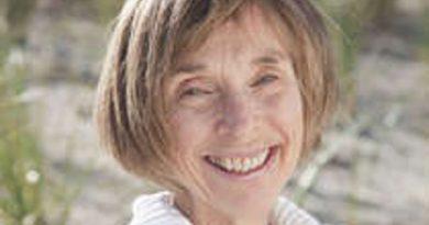 mary walton 1 390x205 - Mary Walton Biography - life Story, Career, Awards, Age, Height