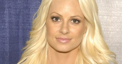 maryse ouellet 1 390x205 - Maryse Ouellet Biography - life Story, Career, Awards, Age, Height