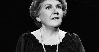 maureen stapleton 2 390x205 - Maureen Stapleton Biography - life Story, Career, Awards, Age, Height