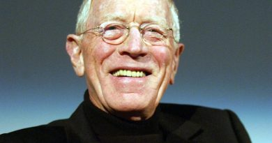 max von sydow 1 390x205 - Max von Sydow Biography - life Story, Career, Awards, Age, Height