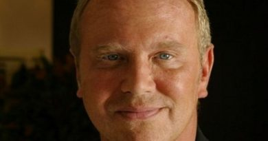michael kors 7 390x205 - Michael Kors Biography - life Story, Career, Awards, Age, Height