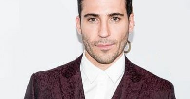 miguel ngel silvestre 1 390x205 - Miguel Ángel Silvestre Biography - life Story, Career, Awards, Age, Height
