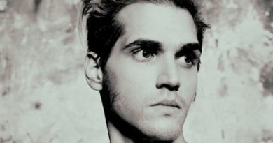 mikey way 1 390x205 - Mikey Way Biography - life Story, Career, Awards, Age, Height