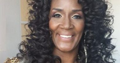 momma dee 1 390x205 - Momma Dee Biography - life Story, Career, Awards, Age, Height