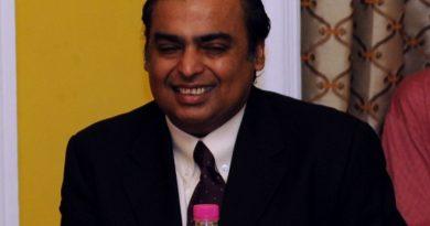 mukesh ambani 5 390x205 - Mukesh Ambani Biography - life Story, Career, Awards, Age, Height