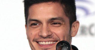 nicholas gonzalez 7 390x205 - Nicholas Gonzalez Biography - life Story, Career, Awards, Age, Height