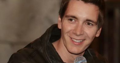 oliver phelps 7 390x205 - Oliver Phelps Biography - life Story, Career, Awards, Age, Height