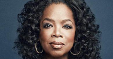 oprah winfrey 6 1 390x205 - Oprah Winfrey Biography - life Story, Career, Awards, Age, Height
