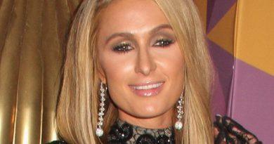 paris hilton 8 390x205 - Paris Hilton Biography - life Story, Career, Awards, Age, Height