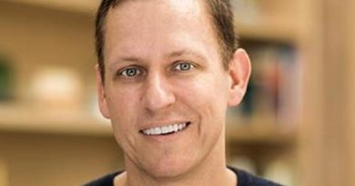 peter thiel 1 1 390x205 - Peter Thiel Biography - life Story, Career, Awards, Age, Height