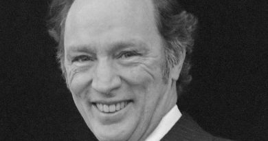 pierre trudeau 4 390x205 - Pierre Trudeau Biography - life Story, Career, Awards, Age, Height