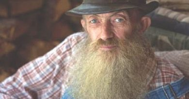 popcorn sutton 1 1 390x205 - Popcorn Sutton Biography - life Story, Career, Awards, Age, Height