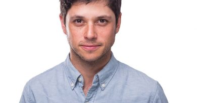 raviv ullman 1 390x205 - Raviv Ullman Biography - life Story, Career, Awards, Age, Height