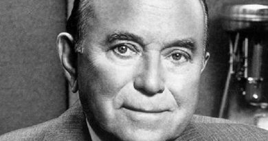 ray kroc 3 390x205 - Ray Kroc Biography - life Story, Career, Awards, Age, Height