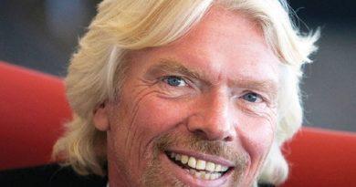 richard branson 7 390x205 - Richard Branson Biography - life Story, Career, Awards, Age, Height