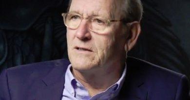 richard jenkins 1 390x205 - Richard Jenkins Biography - life Story, Career, Awards, Age, Height