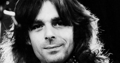richard wright musician 2 390x205 - Richard Wright (Musician) Biography - life Story, Career, Awards, Age, Height