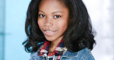 riele downs 1 2 390x205 - Riele Downs Biography - life Story, Career, Awards, Age, Height