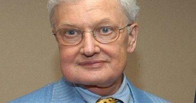 roger ebert 6 390x205 - Roger Ebert Biography - life Story, Career, Awards, Age, Height