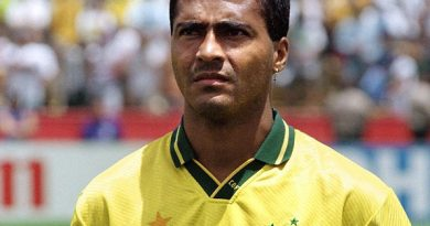 romrio 1 390x205 - Romário Biography - life Story, Career, Awards, Age, Height