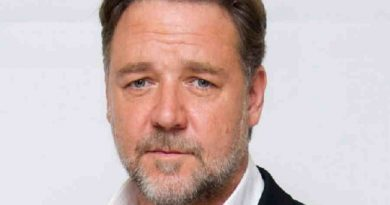 russell crowe 6 390x205 - Russell Crowe Biography - life Story, Career, Awards, Age, Height