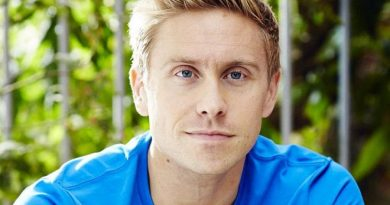 russell howard 4 390x205 - Russell Howard Biography - life Story, Career, Awards, Age, Height