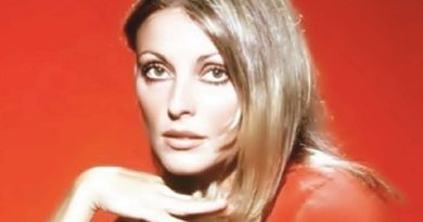 sharon tate 8 1 390x205 - Sharon Tate Biography - life Story, Career, Awards, Age, Height