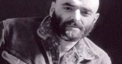 shel silverstein 13 390x205 - Shel Silverstein Biography - life Story, Career, Awards, Age, Height